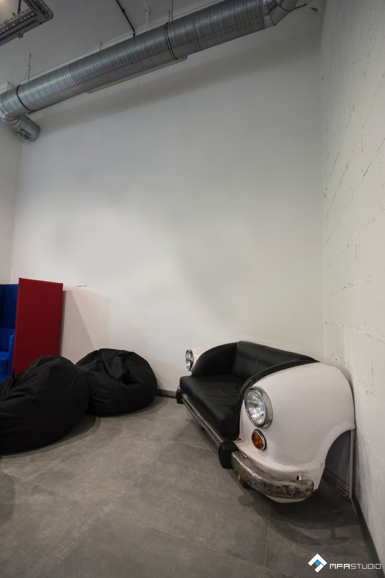 projekt wnętrz biurowca strefa relaksu